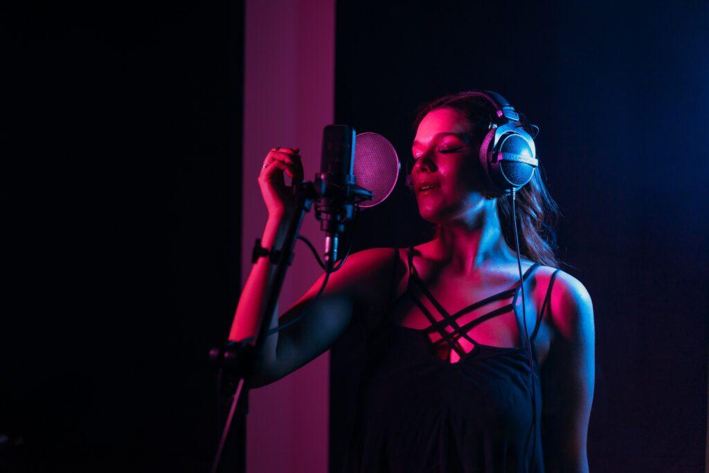 sopiva etäisyys mikrofonista - laulun äänittäminen